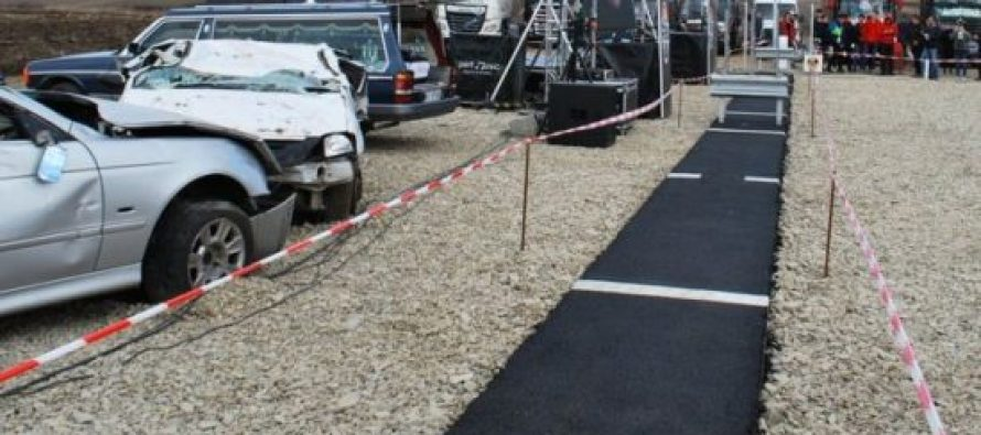 რუმინეთში პროტესტის ნიშნად ერთმეტრიანი ავტომაგისტრალი გახსნეს