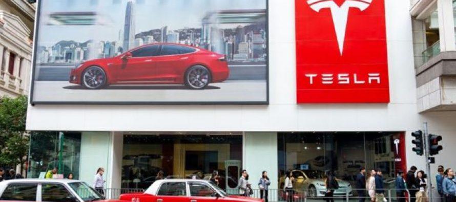 Tesla თავის ავტოსალონებს ხურავს