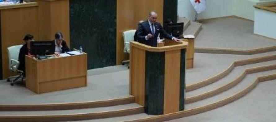 """მამუკა ბახტაძე ოპოზიციას – ორკესტრირებული შეტევა იყო 2012 წელს """"ქართუზე"""", როცა ერთ დღეში შეცვალეთ კანონი"""