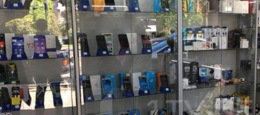 არასრულწლოვნებმა ბათუმში მობილური ტელეფონების მაღაზია გაქურდეს