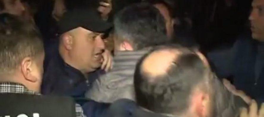 """(ვიდეო) """"გაერთიანებული ოპოზიციის"""" ლიდერები ზუგდიდის პოლიციაში იმყოფებიან"""