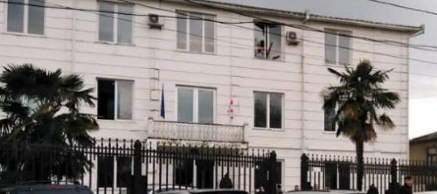 მესტიის საკრებულოს წევრის მკვლელობაში ბრალდებულს 13 წლით თავისუფლების აღკვეთა დაუსწრებლად მიესაჯა