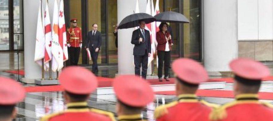 კვიპროსის პრეზიდენტის დახვედრა სახელმწიფო ცერემონიების სასახლეში