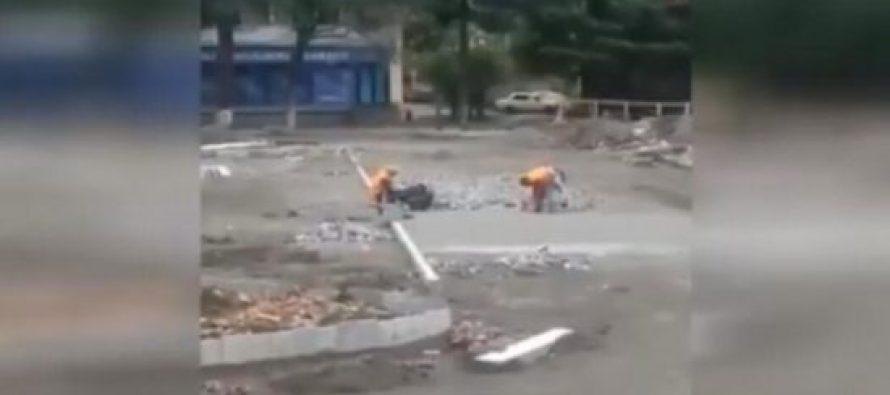 (video) მუშამ, რომელსაც ხელფასი არ გადაუხადეს, ზესტაფონში თავისივე ხელით დაგებული ქვაფენილი აყარა