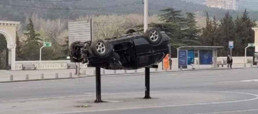 დედაქალაქის ქუჩებში ამოყირავებული ავტომობილები მოხსნეს
