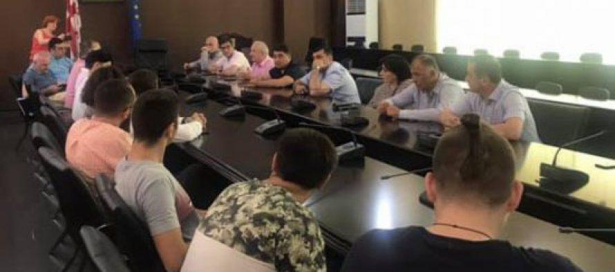 სამოქალაქო აქტივისტები ქუთაისის საკრებულოს უმრავლესობას ნანა კოსტავას ბოიკოტირებისკენ მოუწოდებენ
