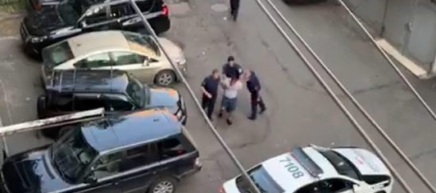 """""""ურტყამენ და აფურთხებენ""""-პოლიციის მხრიდან უფლებამოსილების გადამეტების ამსახველ ვიდეო მასალას ნიკა მელია ავრცელებს (+ვიდეო)"""