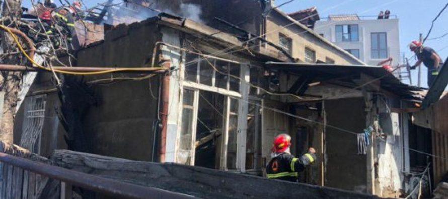 ხანძარი ავლაბარში – ცეცხლი კერძო სახლს გაუჩნდა
