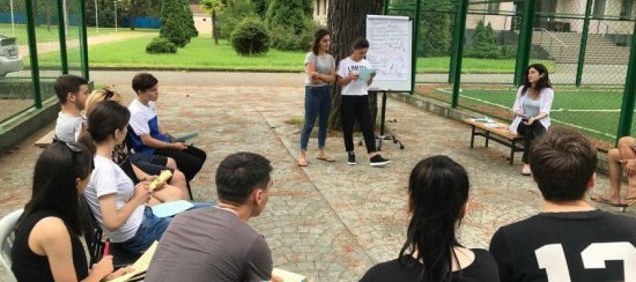 """პროექტ """"ქართულ–ოსური სამშვიდობო ინიციატივის"""" ფარგლებში 50-მდე ქართველი და ოსი ახალგაზრდა საზაფხულო ბანაკში იმყოფებოდა"""