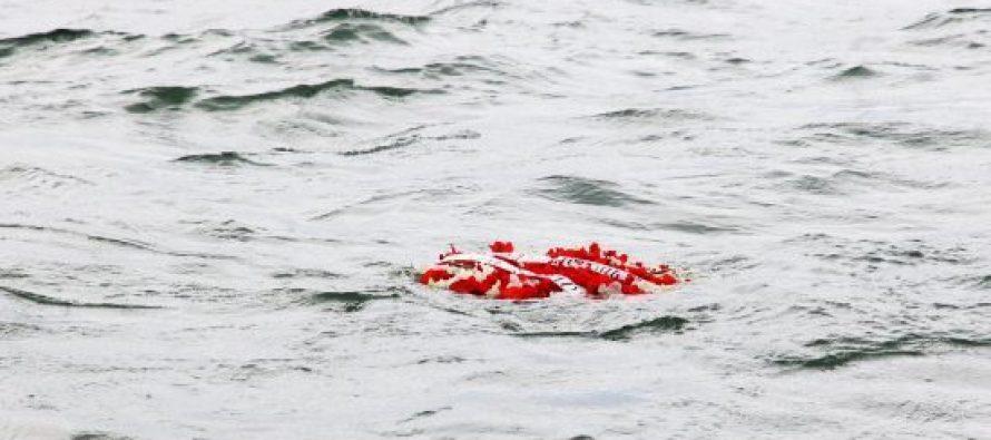 შსს-ს სასაზღვრო პოლიციის სანაპირო დაცვის თანამშრომლებმა აგვისტოს ომში დაღუპული გმირების პატივის მისაგებად შავ ზღვაში გვირგვინი ჩაუშვეს