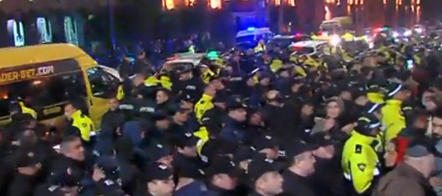 პოლიციასა და აქციის მონაწილეებს შორის შეხვა-შემოხლაა, დააკავეს რამდენიმე პირი