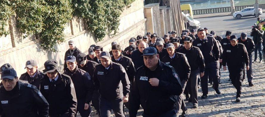 """""""ქართული ოცნების"""" ოფისთან პოლიციაა მობილიზებული"""
