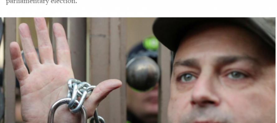 Reuters: თბილისში ვადამდელი არჩევნების მოთხოვნით ათობით ათასი ადამიანი შეიკრიბა
