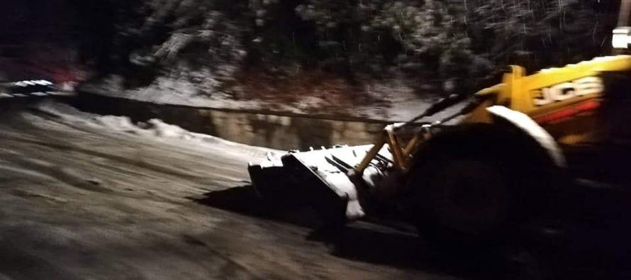 წალენჯიხაში პირველი თოვლი მოვიდა-მიმდინარეობს გზის გაწმენდითი სამუშაოები