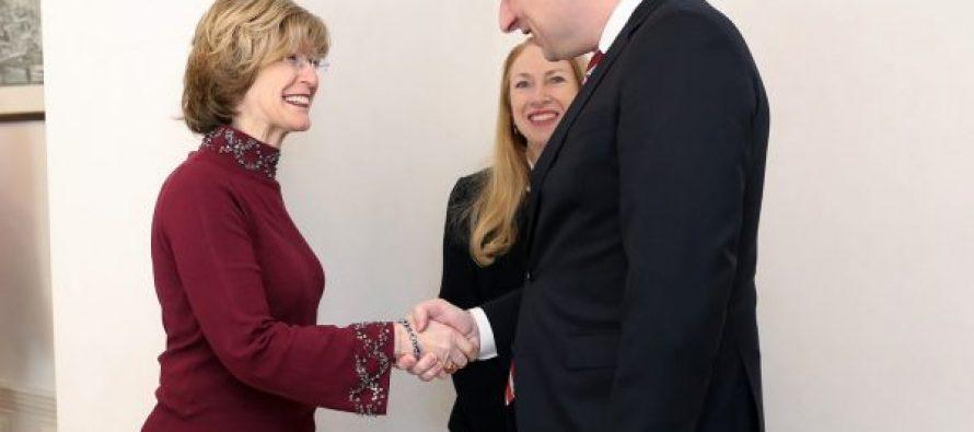 """USAID-ის ადმინისტრატორის მოადგილე ბონი გლიკი პრემიერ-მინისტრ გიორგი გახარიასთან შეხვედრას """"ტვიტერში"""" ეხმაურება"""