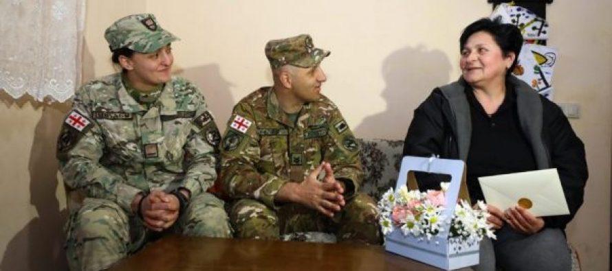 დაღუპული სამხედროების დედებს 3 მარტი ჯარისკაცებმა მიულოცეს