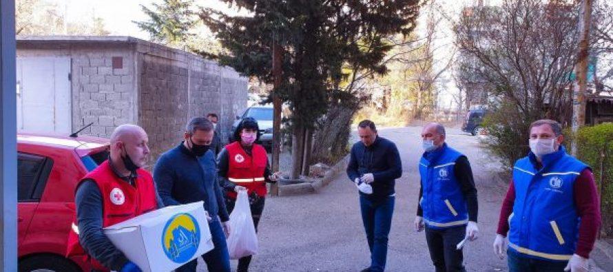 ლევან დავითაშვილი და ირაკლი აბუსერიძე მოხალისეთა ჯგუფს შეუერთდნენ