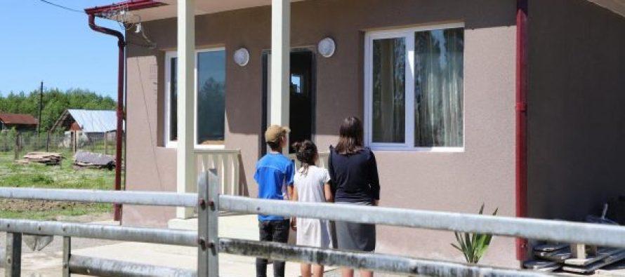 მარტოხელა მამას, რომელიც სამ შვილს ზრდის ანაკლიაში ახალი სახლი გადასცეს