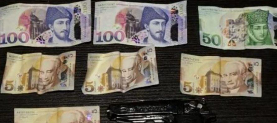 აფთიაქსა და ბანკზე ყაჩაღური თავდასხმისა და დანაშაულის შეუტყობინებლობის ბრალდებით სამართალდამცველებმა 2 პირი დააკავეს