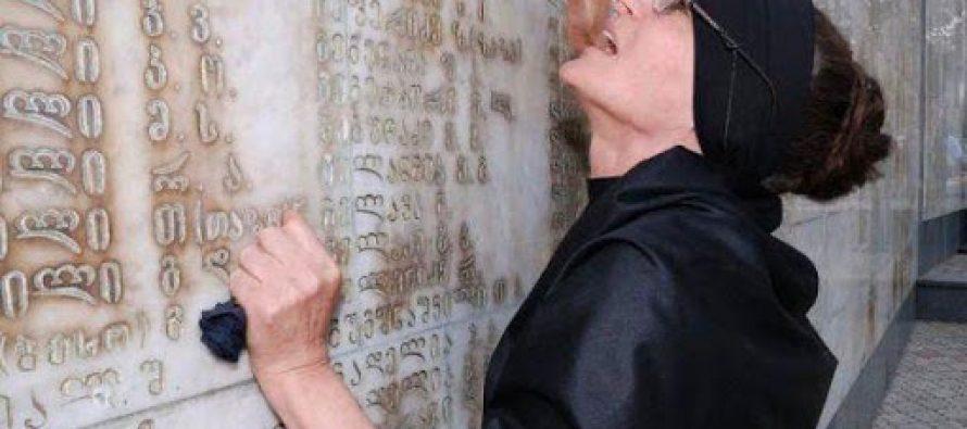 ილია მეორე აფხაზეთიდან დევნილი ნაირა კალანდიას გარდაცვალების გამო მწუხარებას გამოთქვამს