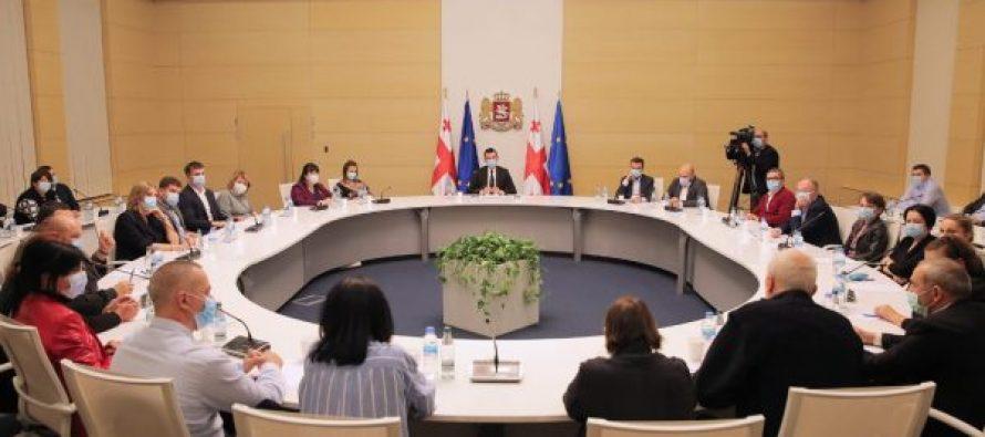 პრემიერ-მინისტრი ჯანდაცვის მინისტრთან ერთად კლინიკების წარმომადგენლებს შეხვდა