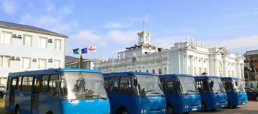 ქალაქ თბილისის მერიამ სენაკს 11 მუნიციპალური ავტობუსი გადასცა