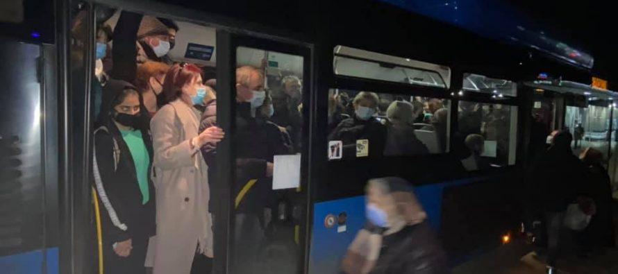 რა ხდება საზოგადოებრივ ტრანსპორტში შეზღუდვების წინა ღამეს (ფოტო)