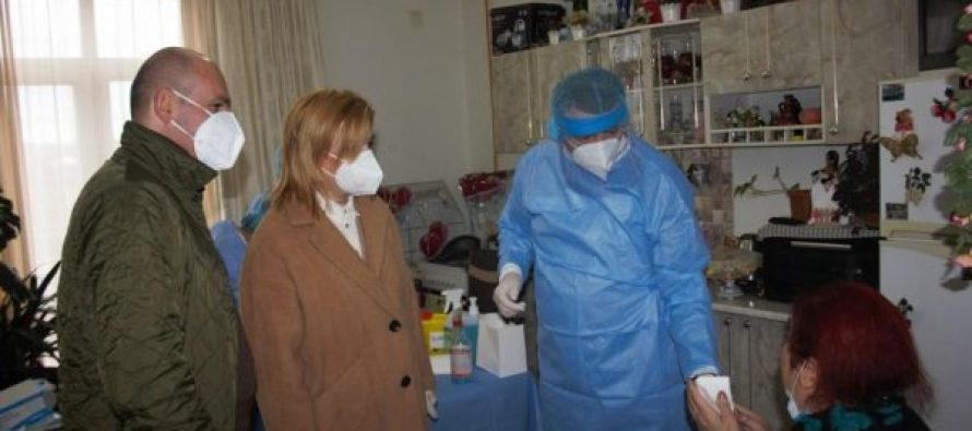 აფხაზეთის   მთავრობის   მიერ   ზუგდიდის   მუნიციპალიტეტის   დევნილთაკომპაქტურ   ჩასახლებებში  COVID-19-ის  ტესტირება   და   სეზონური   გრიპის ვაქცინაცია ჩატარდა