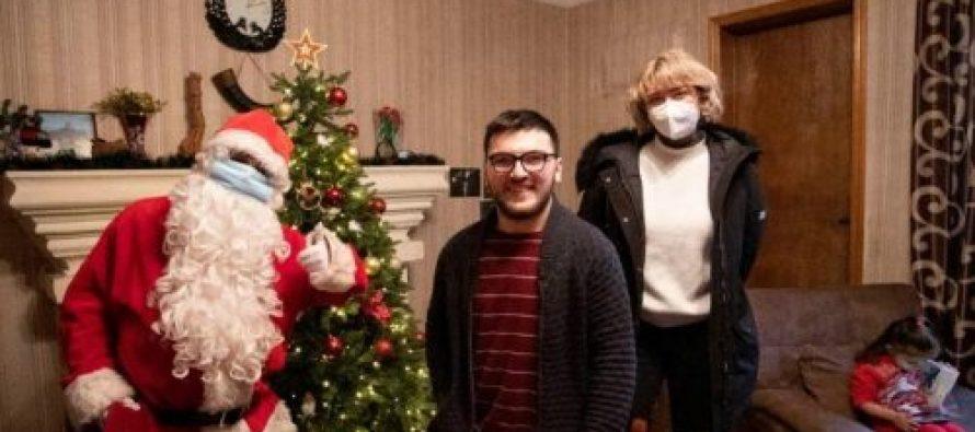 თბილისში აფხაზეთის მთავრობამ აფხაზეთიდან დევნილ შშმ ბავშვებს საახალწლო საჩუქრები გადასცა
