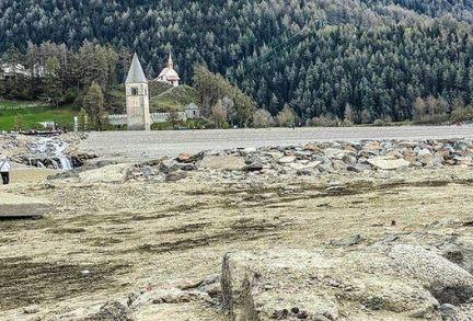 დატბორილი იტალიური სოფელი წყალსაცავის დაშრობის შემდეგ ისევ გამოჩნდა