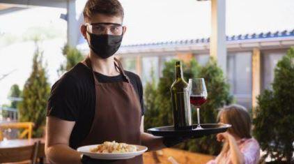 იტალიაში ბარ-რესტორნები კლიენტებს შენობაში იღებენ
